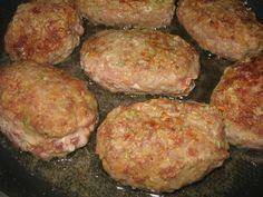 Pârjoale din carne tocată și legume - atât de fine și suculente, încât nu te poți opri din mâncat! - Bucatarul Romanian Food, Food And Drink, Pork, Meat, Baking, Recipes, Crafts, Mariana, Kale Stir Fry