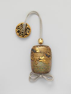 Case (Inrō) with Chrysanthemum Decoration, Edo period (1615–1868), 18th–19th century, Gold and silver maki-e with inlay of mother-of-pearl on lacquered ground, 7.4 x 5.4 x 2.5 cm ©The Metropolitan Museum of Art #Inro, #Urushi, #Laque, #Japon, #Lacquer, #Japan