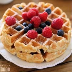 Use this Fluffy Waffle Recipe to make thick fluffy waffles without the hassle of beating egg whites! Make a double-batch and freeze for homemade waffles in minutes. - Waffle Maker - Ideas of Waffle Maker Waffle Mix Recipes, Waffle Toppings, Waffle Desserts, Fluffy Waffles, Pancakes And Waffles, Recipe For Waffles, Waffle Recipe For 2, Comida Diy, Chocolate Cupcakes