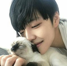 Boys x cats = ❤️ Cute Asian Guys, Cute Korean Boys, Asian Boys, Cute Guys, Korean Boys Ulzzang, Ulzzang Couple, Ulzzang Girl, Ullzang Boys, Abs Boys