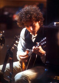Bob Dylan, October 24 rehearsals for the Rolling Thunder Revue at Studio Instrumental Rentals, NYC. Image source here, caption source here. Minnesota, Bob Dylan Lyrics, Billy The Kid, Alternative Rock, Indie, Hip Hop, Blowin' In The Wind, Grunge, Blues