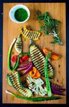 Grillsesongen byr på spennende kombinasjoner. Skap en fargerik grillmiddag med grillede grønnsaker! Carrots, Grilling, Vegetables, Food, Pineapple, Crickets, Essen, Carrot, Vegetable Recipes
