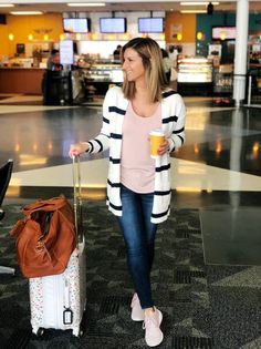 Travel Outfit    What to Wear When Traveling    Travel Wear    Comfortable 144e5a4f1728