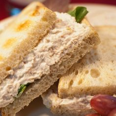 Copycat Willow Tree Chicken Salad 1 pound cooked chicken breast 3/4 cup mayonnaise 3 tablespoons finely minced celery 3 tablespoons finely minced onion 1 tablespoon brown sugar 1/8 teaspoon garlic powder Pinch of salt Pinch of pepper