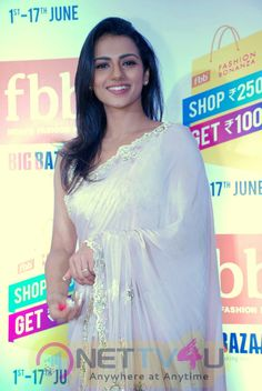 Actress Kamali Cute Stills Tamil Gallery Beautiful Girl Dance, Beautiful Girl In India, Beautiful Girl Image, Beautiful Saree, Beautiful Models, Gorgeous Women, Bollywood Actress Hot Photos, Bollywood Girls, Beautiful Bollywood Actress