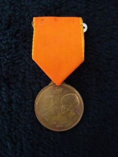 Vintage medal of the marriage fo princess Beatrix and Claus, 10 march 1966.
