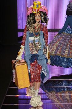 See the complete John Galliano Fall 2004 Ready-to-Wear collection.