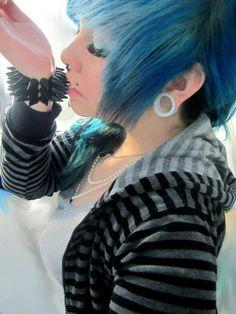 Alternative Fashion // Blue Hair // Scene Hairstyle