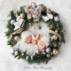 Charming Newborn Christmas Photo - Christmas Wreath Newborn Picture Source by para navidad Newborn Christmas Pictures, Newborn Pictures, Baby Pictures, Baby Christmas Photoshoot, Babies First Christmas, Christmas Baby, Christmas Wreaths, Christmas Outfits, Christmas Holidays