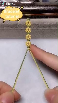 bracelet on TikTok Diy Friendship Bracelets Patterns, Diy Bracelets Easy, Bracelet Crafts, Jewelry Crafts, Flower Bracelet, Macrame Bracelet Patterns, Homemade Bracelets, Yarn Bracelets, Knots For Bracelets