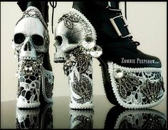"Plattform ""Dekadenz"" Kristallspitze Schädel Stiefel - These zombie peepshow decadence plateau boots are hand painted with age bone skulls. They have lace - Skull Shoes, Goth Shoes, Funky Shoes, Crazy Shoes, Me Too Shoes, Wierd Shoes, Punk Fashion, Gothic Fashion, Fashion Shoes"