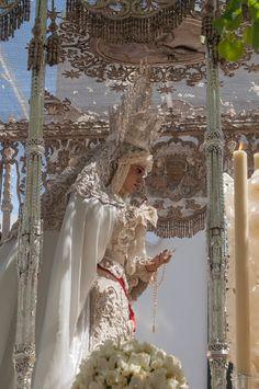 ¿Sabías que...? En el techo de palio de la Virgen de la Paz podemos ver una paloma bordada con una rama de oliva en su boca Home Altar, Mother Mary, Our Lady, Catholic, Ss, Anime, Pastel, Painting, Character