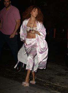 Rihanna Love, Rihanna Photos, White Pants Outfit, All White Outfit, 90s Fashion, Fashion Looks, Fashion Outfits, Rihanna Fashion, Fall Fashion