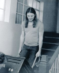 pinkfloyded:  David Gilmour lugging his own gear- Recording Wish You Were Here at Abbey Road 1975