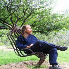 Pooktre (Ağaca Şekil Verme) Metodu'nu bulan sanatçı Peter Cook Ağaç Sandalyeyi 8 yılda yapmıştır.