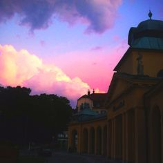 Abend vor dem Thermalbad Bad Vöslau Bad Vöslau, No Worries, Northern Lights, Clouds, Nature, Travel, Outdoor, Voyage, Outdoors