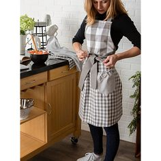 Keep your clothes clean while making treats by wearing our Gray and White Gingham Apron! This apron has pockets that are great for holding recipe cards. Vintage Diy, Aprons Vintage, Retro Apron, Vintage Hats, Work Aprons, Cute Aprons, Farmhouse Aprons, Gingham Skirt, Personalized Aprons