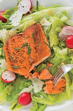 Forget salads that leave you hungry and wanting more: Our best and most flavorful healthy summer salad recipes are the stars of any meal. Summer Salad Recipes, Healthy Salad Recipes, Summer Salads, Spring Salad, Salmon Salad, Salmon Recipes, Tasty Dishes, Salmon Burgers, Healthy Eating