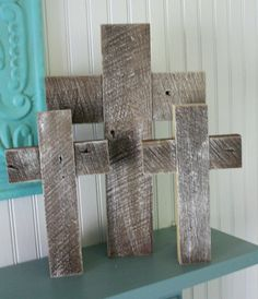 Wonderful and simple wooden cross by Shabby creek cottage blog.