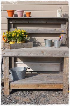 ONNENHIPPUJA: Istutuspöytä Garden Structures, Summertime, Potting Benches, Woodworking, Patio, Wood Work, Table, Gardening, Outdoor