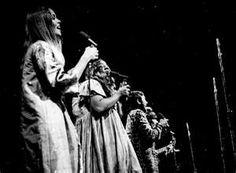 Monterey Pop 1967 Festival: The Mama's and the Papa's - Loved their music! Monterey Pop Festival, Michelle Phillips, Grace Slick, Rock Festivals, Retro Pop, Mamas And Papas, Jimi Hendrix, World History, Pop Music