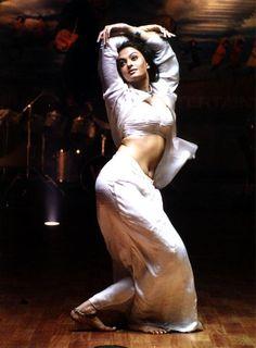 Aishwarya Rai pose from Taal Aishwarya Rai Photo, Actress Aishwarya Rai, Aishwarya Rai Bachchan, Bollywood Actress, Indian Actresses, Actors & Actresses, Dancing Barefoot, Romance Film, Bollywood Photos