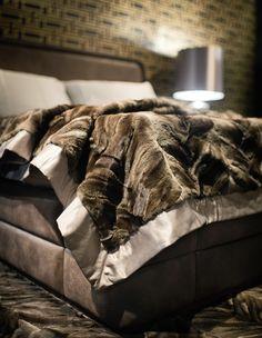 Smania fur blanket