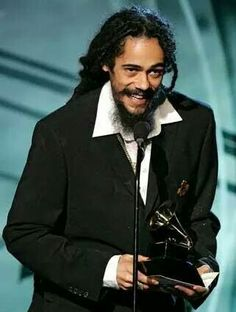 DAMIEN MARLEY....with his GRAMMY!!! I love him ;)