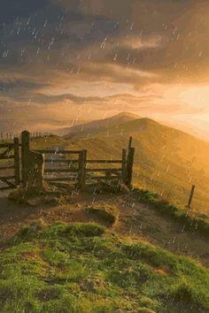 Não reclame se Deus estiver fazendo você rodear por um caminho longo para receber a sua benção. Se Ele está agindo assim é porque e...