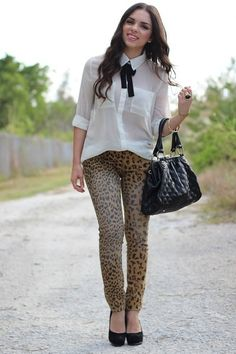 Not a huge fan of animal print, but I would wear it like this!