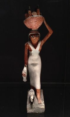 Female Offering Bearer, ca. Middle Kingdom, Dynasty early reign of Amenemhat. The Ny Carlsberg Glyptotek Copenhagen : Tojo Ancient Egyptian Clothing, Ancient Egyptian Costume, Egyptian Fashion, Ancient Aliens, Ancient Art, Ancient History, Ancient Beauty, Alexander The Great, Archaeology