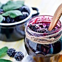 Blackberry-Freezer-Jam -Just the pic cuz I love it! Blackberry Preserves Recipes, Blackberry Freezer Jam, Raspberry Recipes, Freezer Jam Recipes, Canning Recipes, Gourmet Recipes, Healthy Eating Tips, Healthy Snacks, Emergency Food Supply