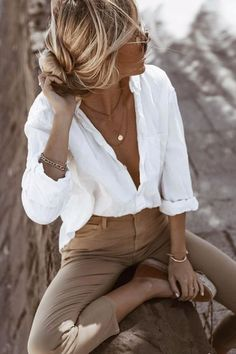 The perfect white shirt - Mode Damen - Best Outfits Style Fashion 2020, Look Fashion, Womens Fashion, Street Fashion, 2020 Fashion Trends, Travel Fashion, Fashion Tips, Fashion Style Women, Classic Fashion Outfits