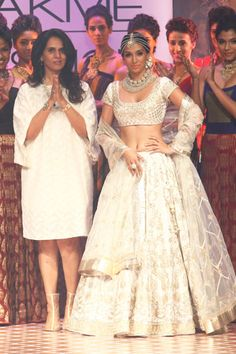 http://www.lakmefashionweek.co.in/images/designers/gallery/ANITA-DONGRE-7/images/25.jpg