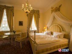 Schlafen, wie ein Prinz und eine Prinzessin  Im 4-Sterne #Burghotel #Haselünne könnt ihr euch wie in einem Märchenschloss fühlen! Für die Nacht im romatischem Doppelzimmer zahlt ihr nur 49€. Im Wellnessbereich des #Hotels  könnt ihr euch so richtig entspannen.