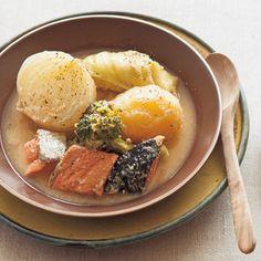 水とヨーグルトで煮込んだちょっと珍しいポトフ。シンプルな材料で作れるこのレシピのポイントは味噌にあり。
