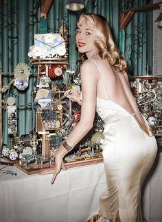Vikki Dougan: Seductive Sex-Bomb Whose Daring Backless Dresses Inspired the Women's Fashion ~ vintage everyday 1950s Fashion Women, 1950s Women, Vintage Fashion, Vikki Dougan, Girly, Mademoiselle, Vintage Beauty, Classic Hollywood, Vintage Hollywood