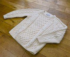インバーアランのハンドニットクルーセーター