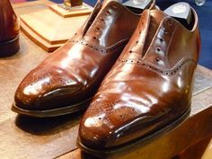 The Shoe Snob, on how to spit shine a shoe.  (There's no spit involved.)  Lord, I've spit-shined enough boots in my time ...  the-shoe-snob-polish-1