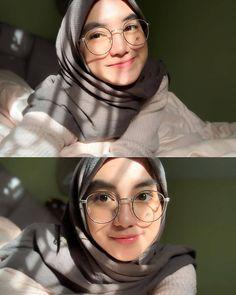 Stylish Hijab, Casual Hijab Outfit, Hijab Chic, Beautiful Hijab Girl, Mode Abaya, Hijab Fashionista, Batik Fashion, Foto Instagram, Cute Girl Face