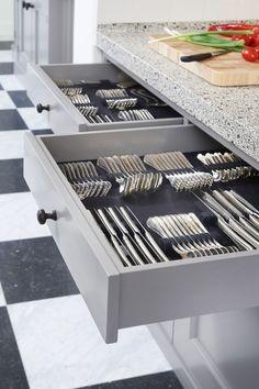 organized kitchen drawers 1 ~ Best Home Decor Ideas Kitchen Drawer Organization, Home Organisation, Diy Kitchen Storage, Kitchen Drawers, Home Decor Kitchen, New Kitchen, Home Kitchens, Kitchen Cabinet Inspiration, Kitchen Cabinet Design