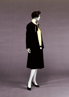 """The next morning, Phryne dresses for Sunday interviews with each of the faculty wives. She wore a """"going-to-tea-with-a-maiden-aunt"""" suit of clothes.  Chanel day suit, c. 1927.  Kobe Fashion Museum."""