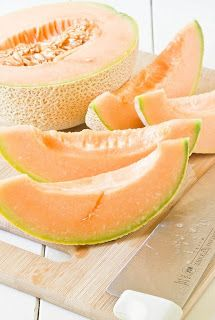 Canteloupe is a nice soft shade of orange for the walls, and it obviously goes nicely with green and tan accents! Cantaloupe Recipes, Fruit Recipes, Healthy Summer Recipes, Healthy Snacks, Study Snacks, Grilled Fruit, Fruits And Veggies, Farmers Market, Creme