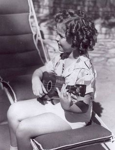 Shirley Temple played the ukulele! Just one more reason to love her. ❤️