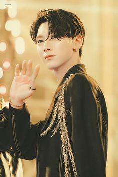An angel from heaven named Ten K Pop, Nct Debut, Johnny Seo, Ten Chittaphon, Lee Young, Hot Asian Men, Asian Boys, Nct Ten, Lucas Nct