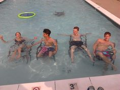 """Gladers in the pool"" OMG!!!!!!!!!!!!!!!!! LOOK AT THOMAS SANGSTER!!!!!!!!!!!! SSSSSSSOOOOOOO HHOOTT!"