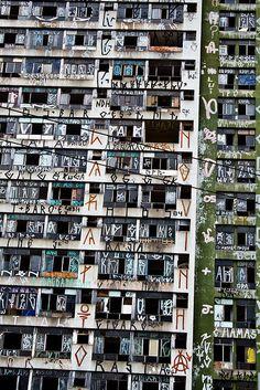 Pixação-SP 39 by CHOQUE, graffiti building