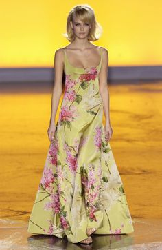 Valentino at Couture Spring 2002 - StyleBistro