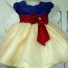 """Vestido tema: Branca de Neve - tamanho 1 ao 4 - Enviamos para todo o Brasil - #brancadeneve #brancadeneveparty #brancadenevefesta…"""