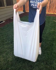 Life hack: use garbage bags with handles for so many things around the house! This article tells you what. Brand Promotion, Useful Life Hacks, Told You So, Reusable Tote Bags, Day, House, Blog, Home, Haus